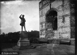 Caernarfon, The Right Hon D Lloyd George's Statue 1933