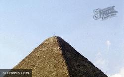 Pyramid 1982, Cairo