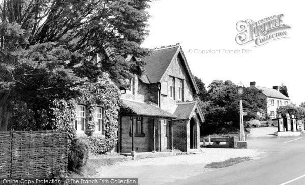 Calbourne, the Sun Inn c1955