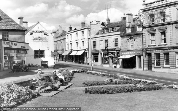 Photo of Calne, Central Gardens And High Street c.1960