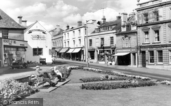Calne, Central Gardens And High Street c.1960