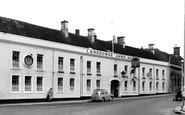 Calne, Lansdowne Arms Hotel c1960