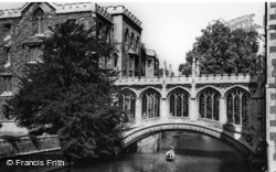 Cambridge, the Bridge of Sighs c1960