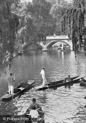 Cambridge, The Cam, Trinity Bridge 1914