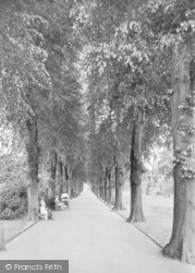 Canterbury, Dane John Gardens 1921