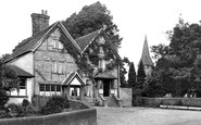 Photo of The Crown 1924, Capel