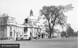 Cardiff, City Hall And National Museum Of Wales c.1955