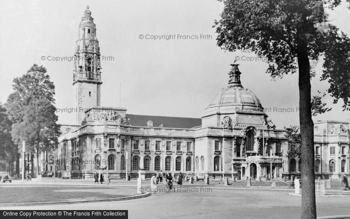 Photo of Cardiff, City Hall c.1955