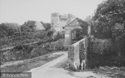 Carisbrooke, Castle, Gateway 1890
