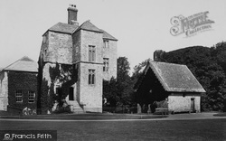 Carisbrooke, Castle, The Well House 1890