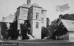 Carisbrooke, Well House c.1883