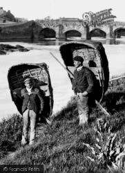 Carmarthen, Coracle Men 1898
