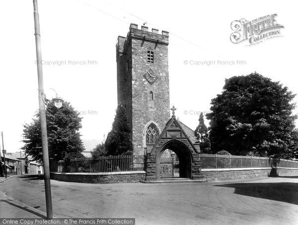 Photo of Carmarthen, St Peter's Church 1925