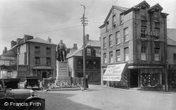 Carmarthen, The General Sir William Nott Statue 1925