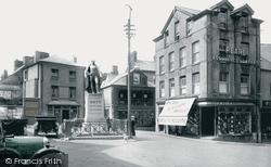 Carmarthen, The General Sir William Nott Statue 1925
