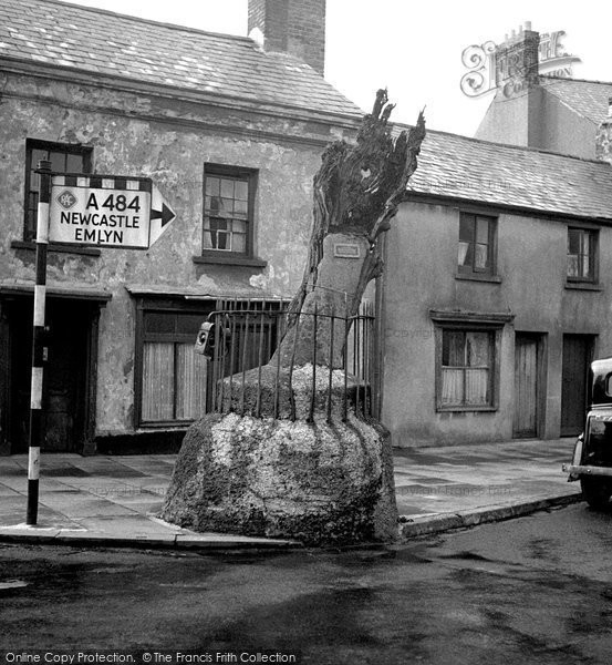 Photo of Carmarthen, The Old Oak 1949