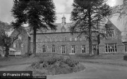 Trinity College 1962, Carmarthen