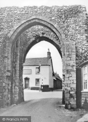 Castle Acre, The Bailey Gate c.1955
