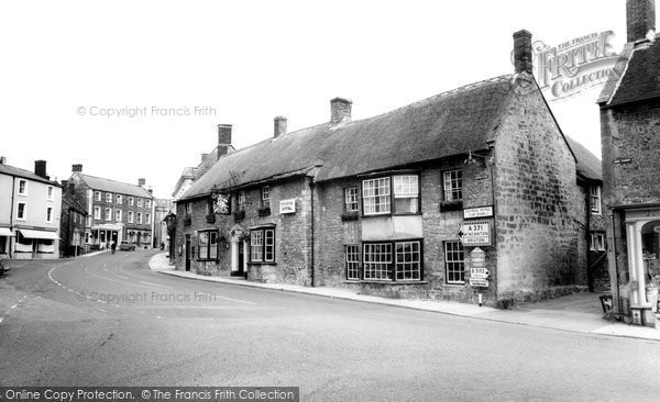 Photo of Castle Cary, The George Hotel c.1960