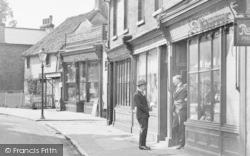Caterham, Men Chatting, High Street 1925