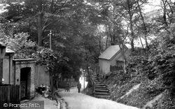 Waller Lane 1903, Caterham