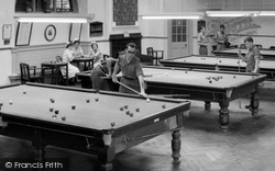 Catterick, Playing Pool, Sandes Soldiers Home c.1955