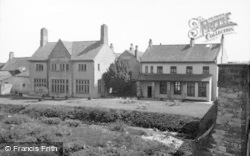 Catterick, The Bridge House Hotel From Swale Bridge 1939