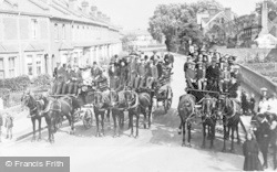 Caversham, Carriages In Gosbrook Road c.1910