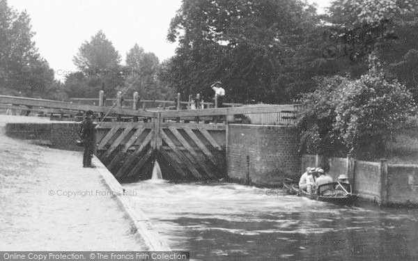 Photo of Caversham, People At The Lock 1890