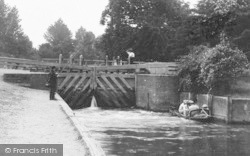 Caversham, People At The Lock 1890