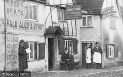 Caversham, People Outside Griffin Inn c.1890