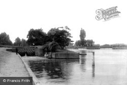 Caversham, The Lock 1890
