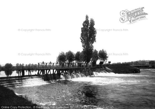 Photo of Caversham, the Weir 1890