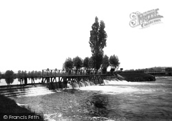 Caversham, The Weir 1890