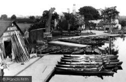 Caversham, W.Moss Boat Builder 1890