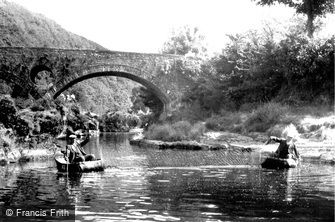 Cenarth, Coracle Fishing c1955