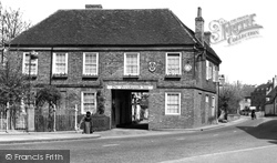 Chalfont St Peter, The Greyhound Inn c.1950