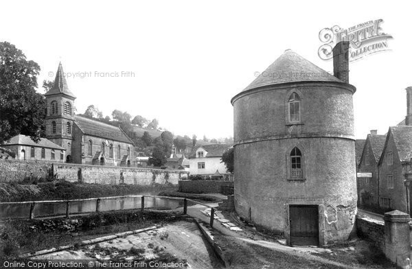 Photo of Chalford, the Church and Round House 1900