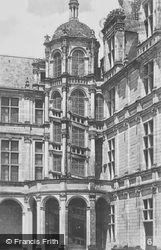Chateau De Spiral Staircase c.1935, Chambord