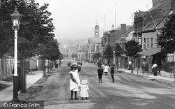 Children In The High Street 1907, Chard