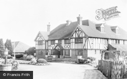 Charing, Swan Hotel c.1955