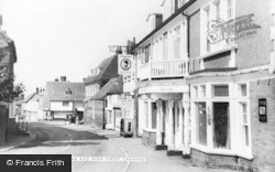 Charing, The Kings Head And High Street c.1960