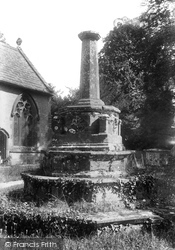 The Cross In Churchyard 1904, Charlton Mackrell