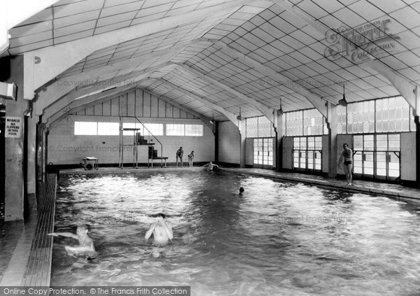 Old historical nostalgic pictures of chatham in kent - The strand swimming pool gillingham ...