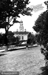 Chatham, Pembroke Goas And Town Hall c.1955