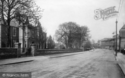 Chelmsford, New London Road And The Infirmary 1892