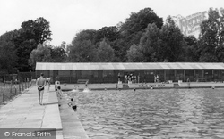 Chelmsford, The Swimming Pool c.1950