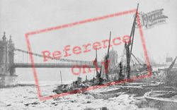Chelsea, A Frozen Thames At Chelsea Bridge 1880