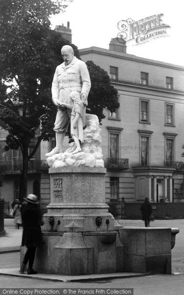 Photo of Cheltenham, King Edward Vii Statue 1923