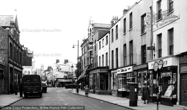 Cheltenham, Lower High Street c1955